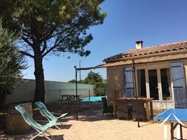 Single floored villa with guest studio near historic Avignon