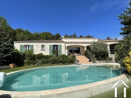 Villa with large garden, views and heated pool